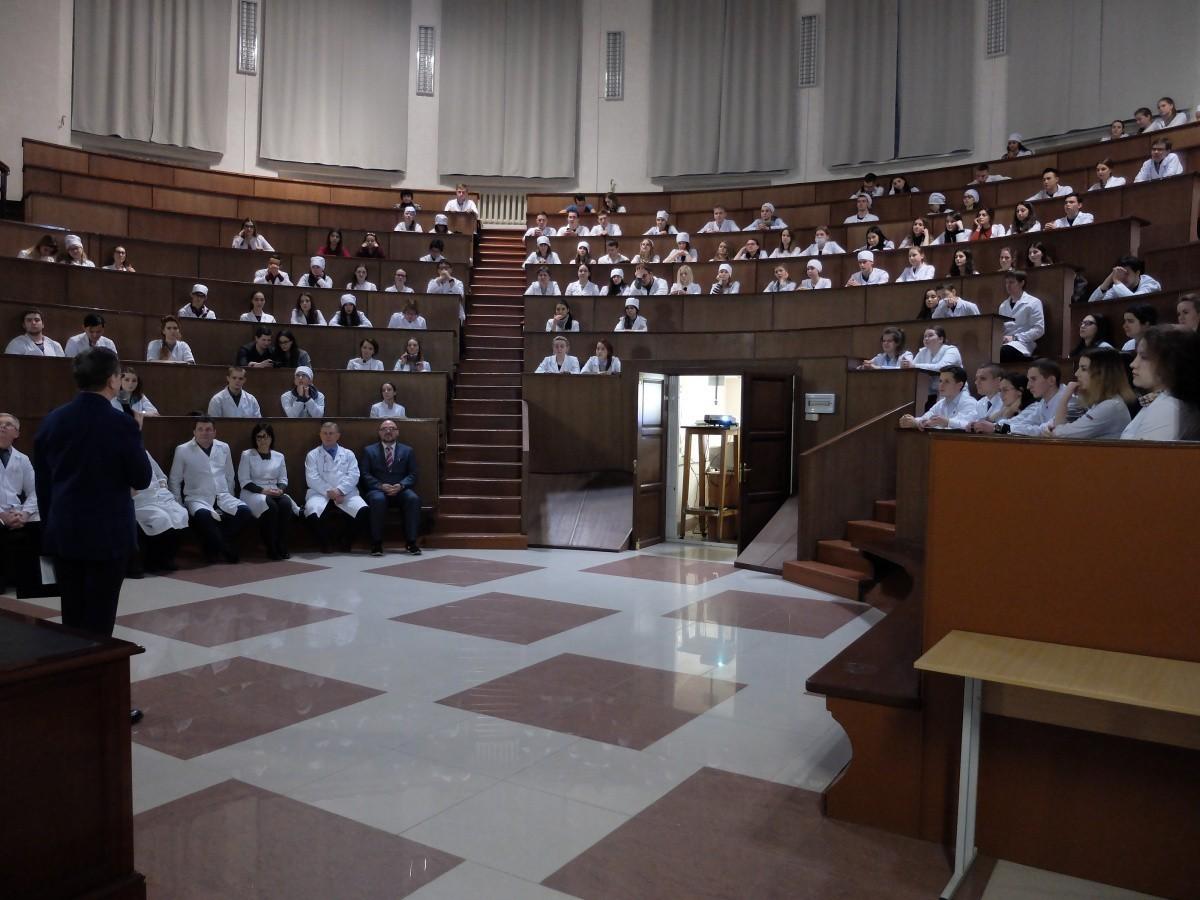 Анатомы и пластические хирурги провели совместный семинар