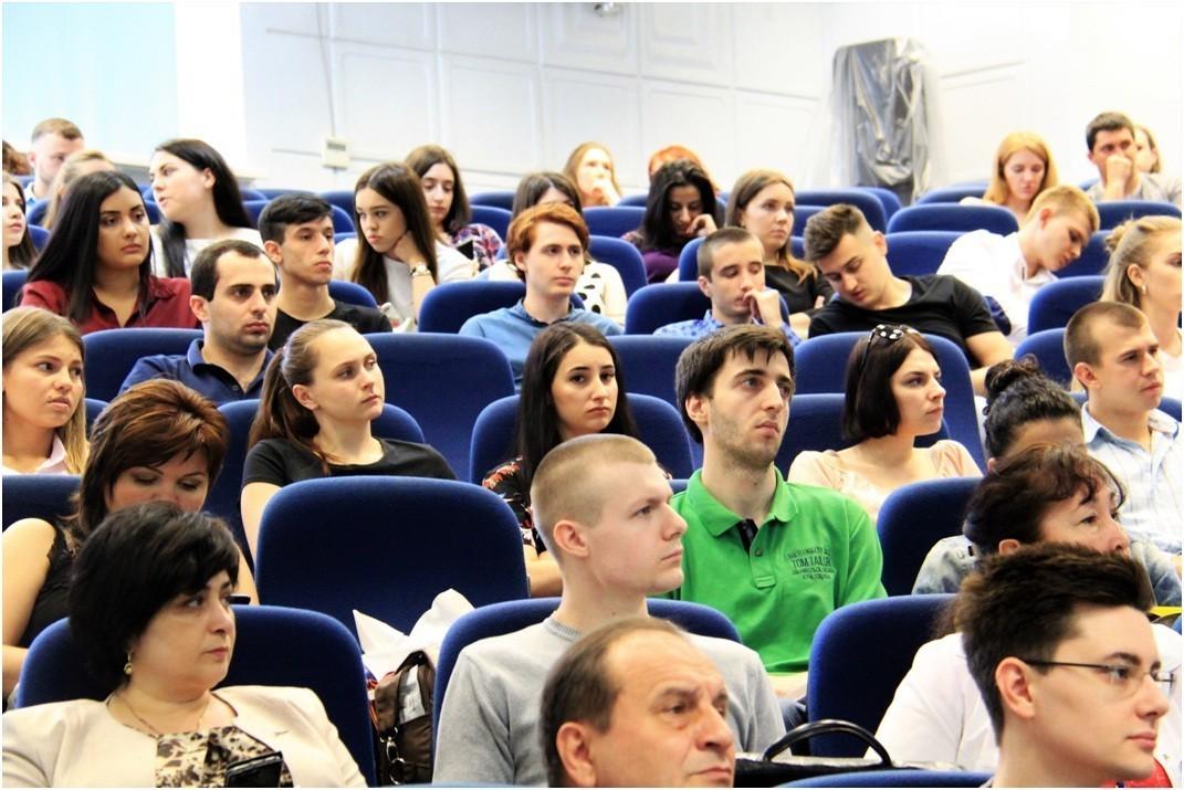 Стоматологи Сеченовского университета выступили на конференции в Краснодаре