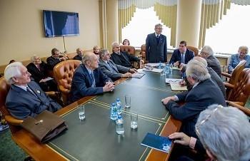Ректор университета обсудил с Советом старейшин итоги года и планы на будущее