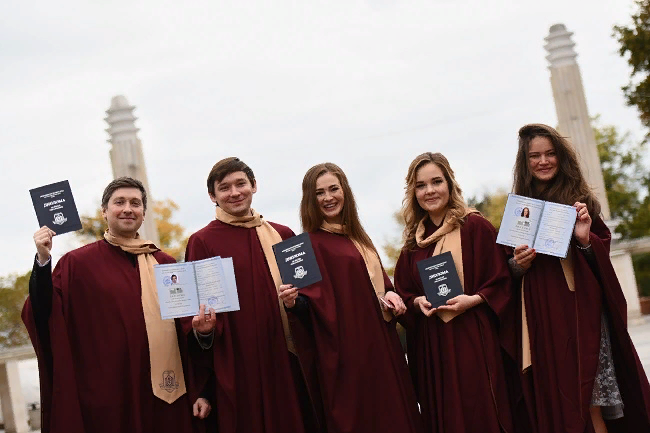 Double degree programme in Public Health & Health Management with the University of Varna: first diplomas
