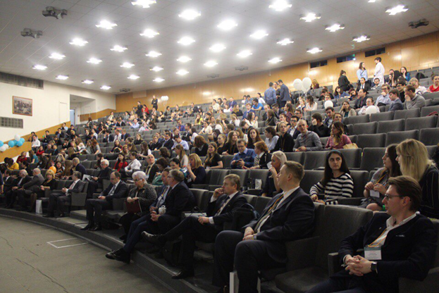 Тьюторы Центра Научной Карьеры стали победителями XII Международной Пироговской конференции