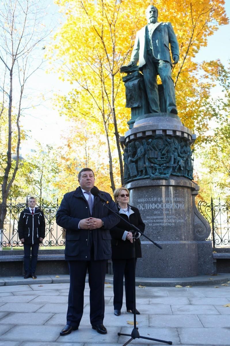 В центре Москвы открыт памятник Склифосовскому