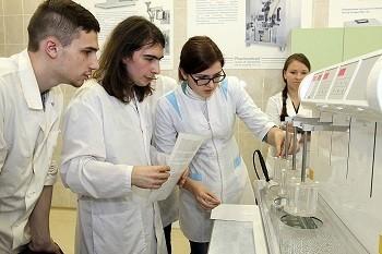 В НИИ фармации прошла студенческая олимпиада по практическим навыкам