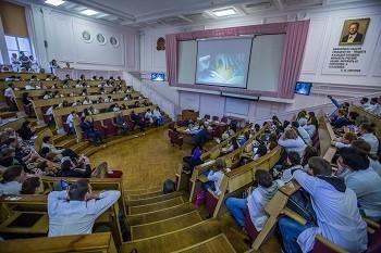 В клинике им. В.Ф. Снегирева Майкл Штарк в режиме «живой хирургии»