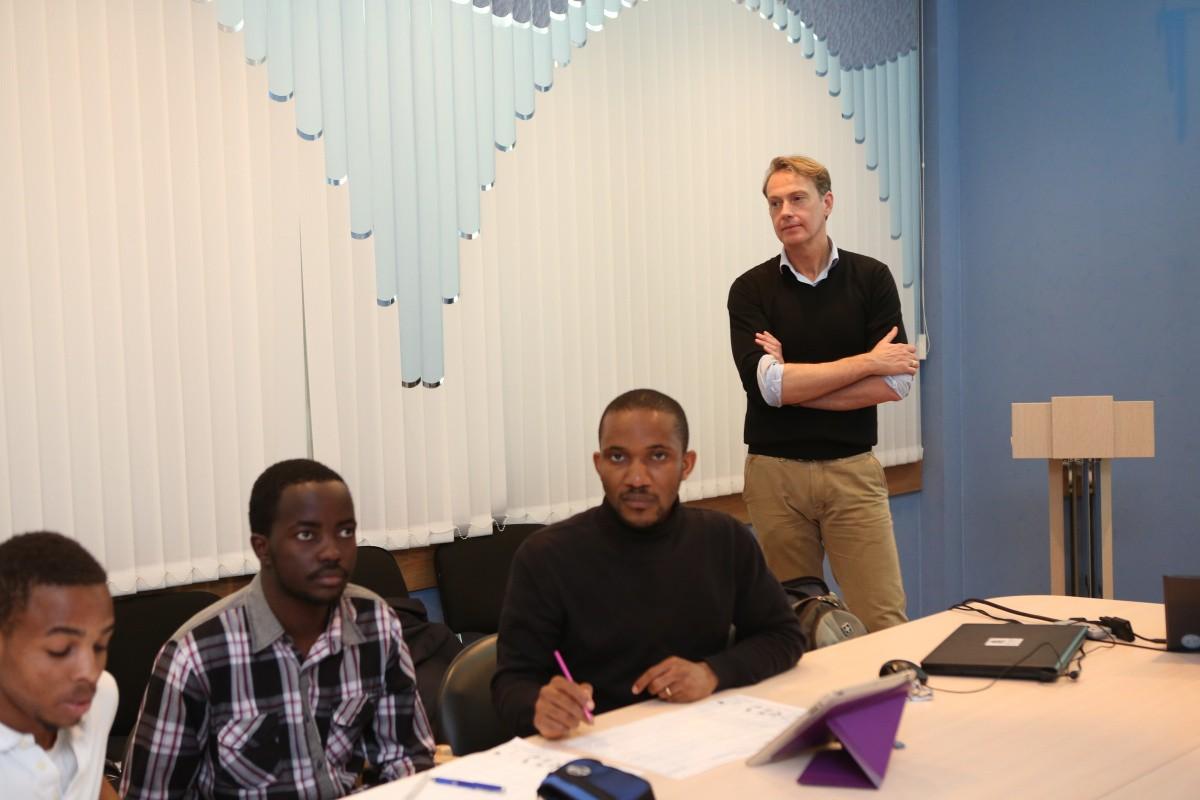 Профессор Ник Галдемонд познакомил студентов с голландской системой здравоохранения
