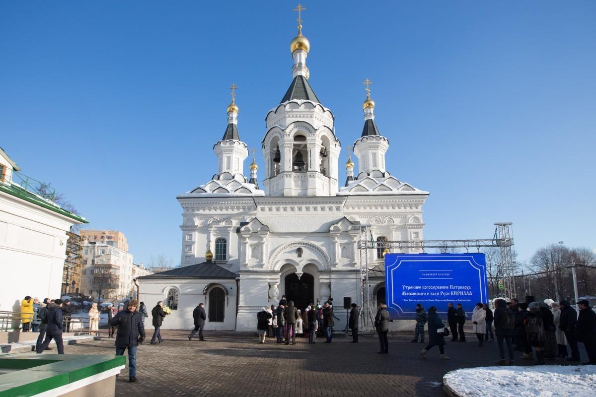 Патриарх Кирилл провел богослужение в Храме Михаила Архангела на Девичьем поле