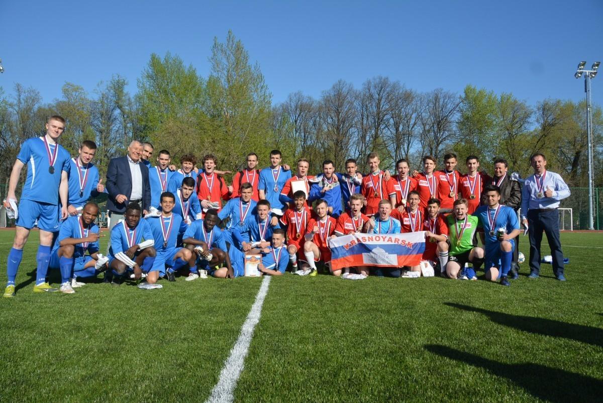 Спорт объединяет: на стадионе «Буревестник» состоялся футбольный матч «Восток-Запад»