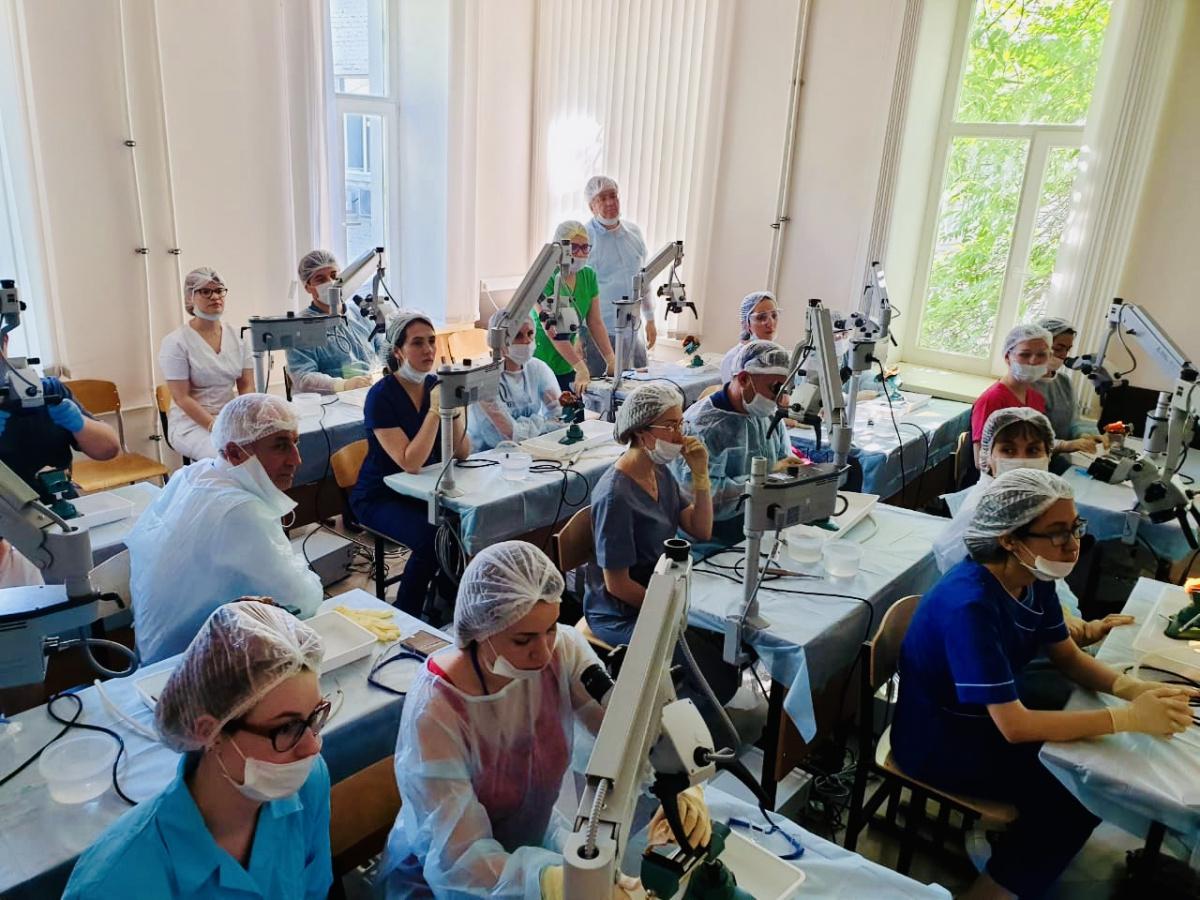 Российские врачи осваивают в Клиническом центре Сеченовского университета современные технологии отохирургии