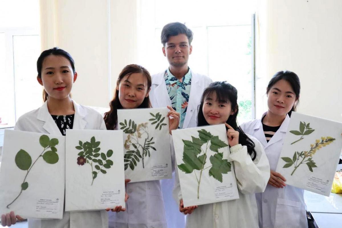 Китайские практиканты на кафедре фармацевтического естествознания